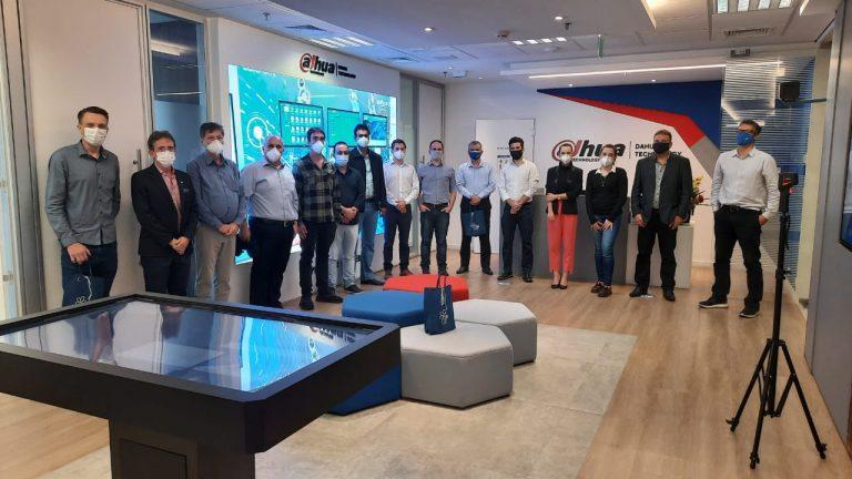 Read more about the article Multinacional do ramo de tecnologia recebe equipe da Cidade da Saúde e do Saber